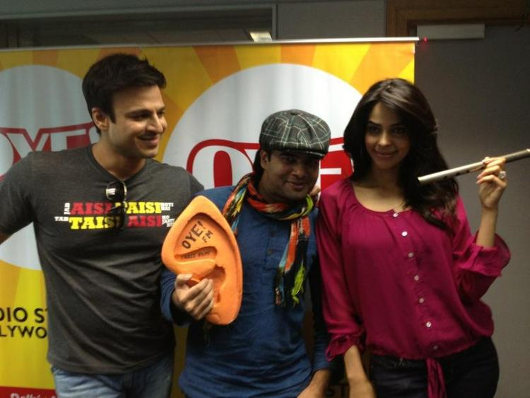 Vivek Oberoi and Mallika Sherawat Promote KLPD on OYE 104.8 FM