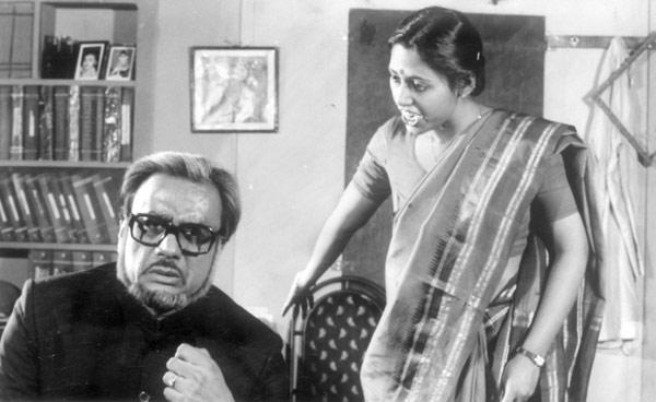 Dinesh Thakur and Prita Mathur In A Still From The Play Aadhe Adhoore