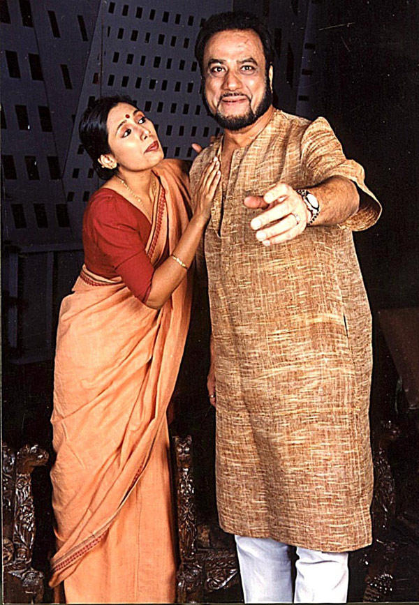 Prita Mathur and Dinesh Thakur in The Play Jiye Jaye Na