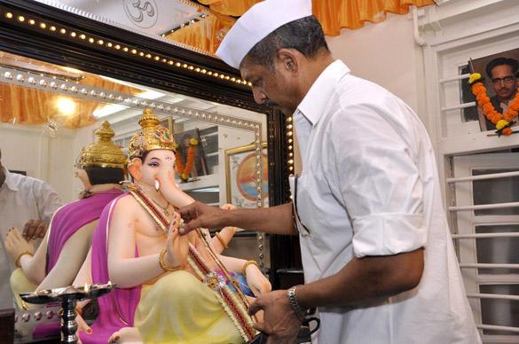 Actor Nana Patekar Welcomed The Ganesh Idol at His Home
