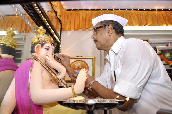 Nana Patekar Celebrates Ganesh Chaturthi at His Home