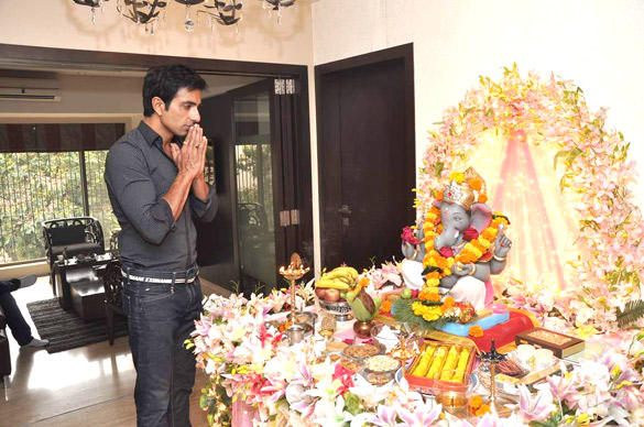 Sonu Sood Welcome The Ganesh Idol in His Residence