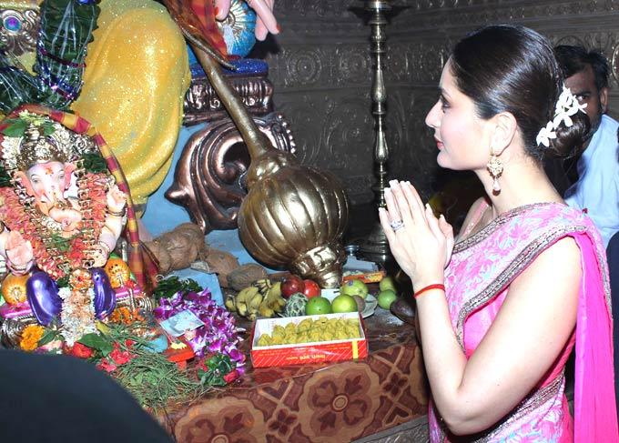 Kareena Seek Blessings From The Lord Ganesha