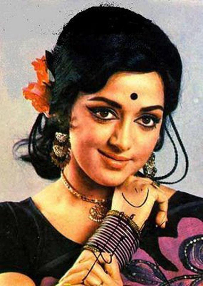Bollywood Dream Girl Hema Malini Romantic Look Still