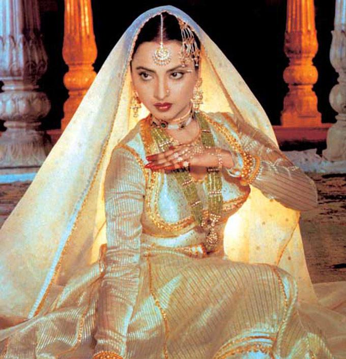 Evergreen Beauty Rekha Mujra Dance Still