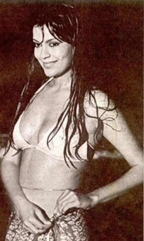 Zeenat Aman Latest Sexy Pic In Bikini
