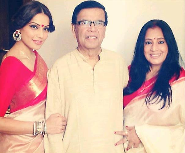 Bipasha Basu and Her Parents Latest Pic For Twitter