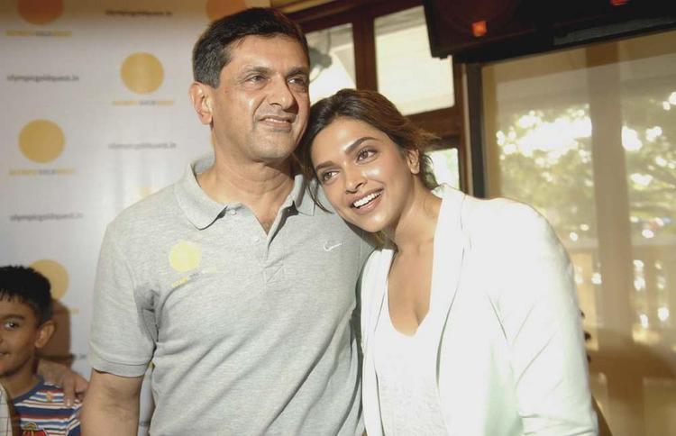 Deepika Padukone Nice Photo With Her Dad