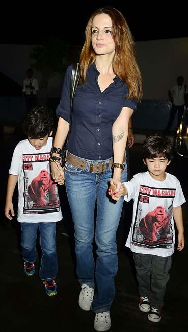 Suzanne Roshan With Sons Hridhaan and Hrehaan