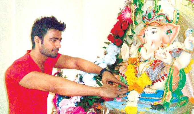 Manish Naggdev Seeks Blessing From Lord Ganesh