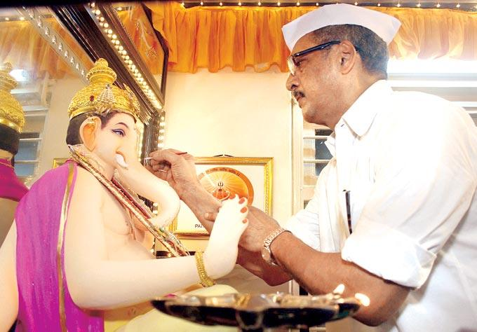 Nana Patekar Celebrating Ganesh Chaturthi at His Residence