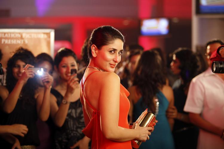 Kareena Kapoor Spicy Look In Heroine Movie