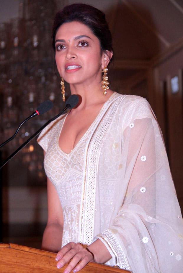 Deepika Padukone Latest Hot Still at Priyadarshni Academy Awards 2012