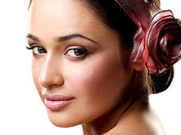 Yuvika Chaudhary Sizzling Romantic Look Photo Shoot