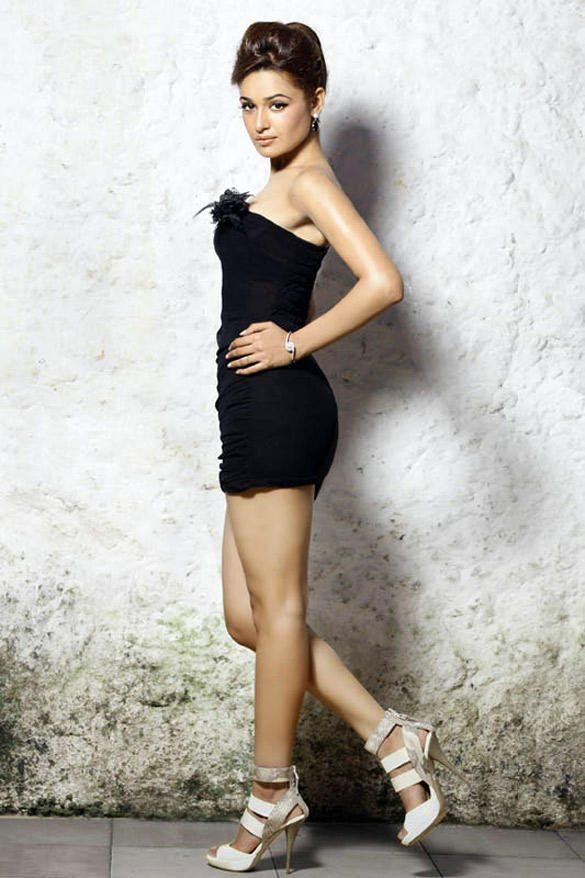 Yuvika Chaudhary Strapless Black Dress Hot Photo