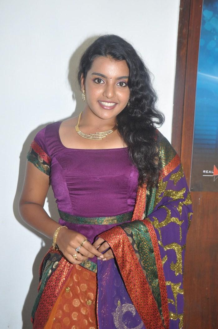 Divya Smiling Face Look Photo Shoot