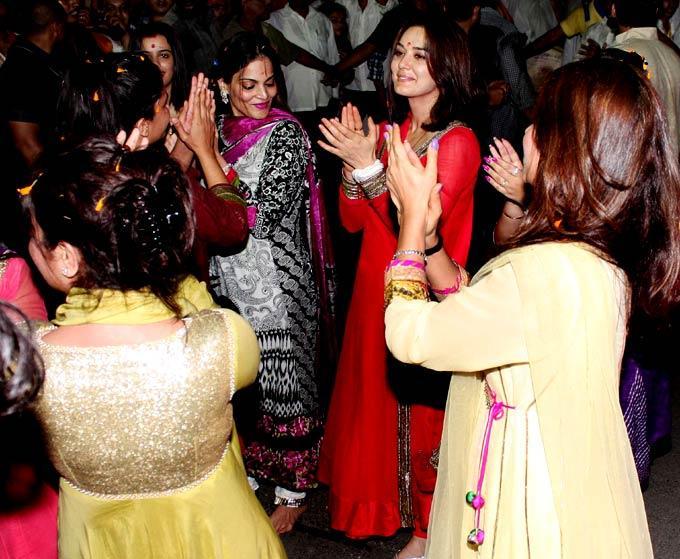 Hot Preity Zinta at Salman Khan's Ganesh Visarjan Ceremony