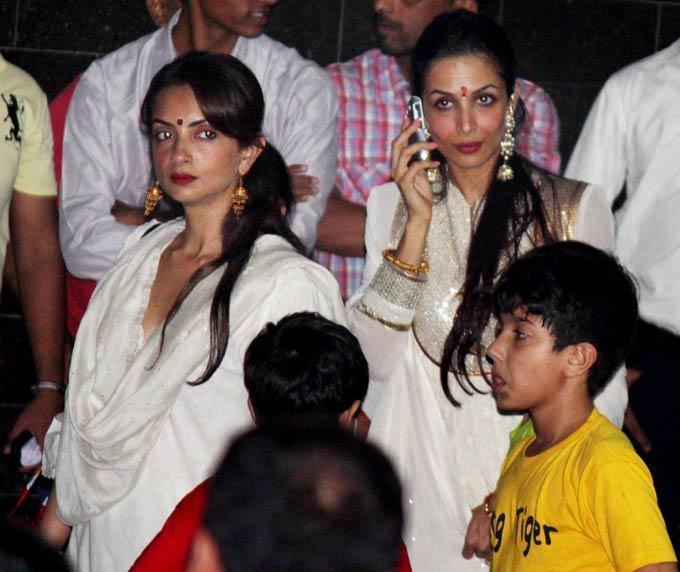 Malaika at Salman Khan's Ganesh Visarjan Ceremony