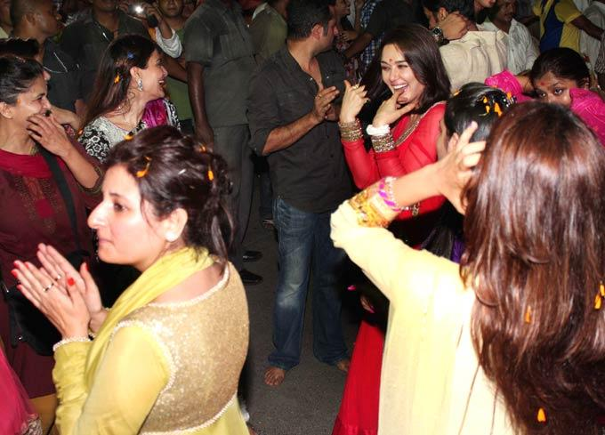 Preity Zinta Celebrates Salman Khan's Ganesh Visarjan Ceremony