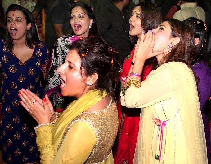 Preity Zinta With Other Celebs Bid Farewell To Ganpati