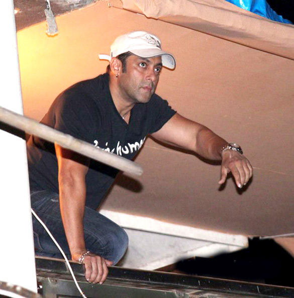 Salman Khan Ganesh Visarjan Ceremony Still