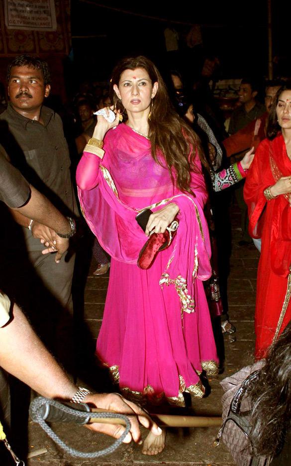 Sangeeta Bijlani at Salman Khans Home For Ganesh Visarjan