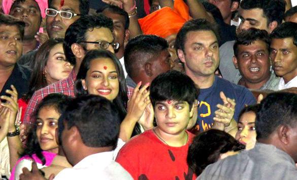 Sohail and Sonakshi at Salman Khans Ganesh Visarjan Ceremony