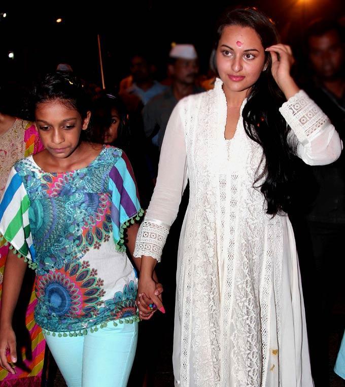 Sonakshi Sinha at Salman Khan's Ganesh Visarjan Ceremony