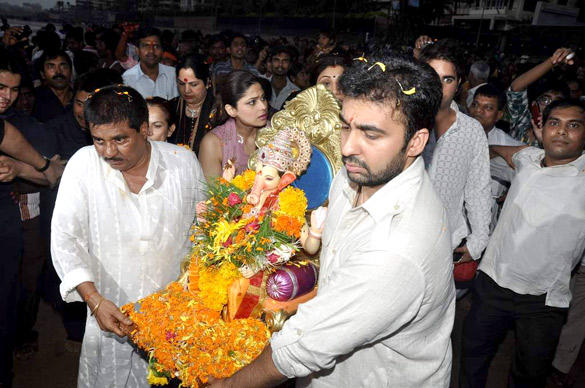 Raj Kundra Visarjan Lord Ganesh in Mumbai