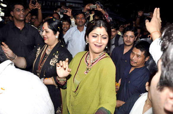 Shilpa Shetty Dancing Pic During Lord Ganesh Visarjan