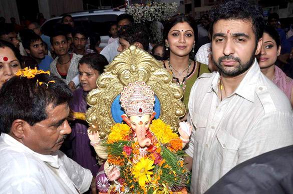 Shilpa,Raj and Shamita Bid Farewell To Lord Ganesh