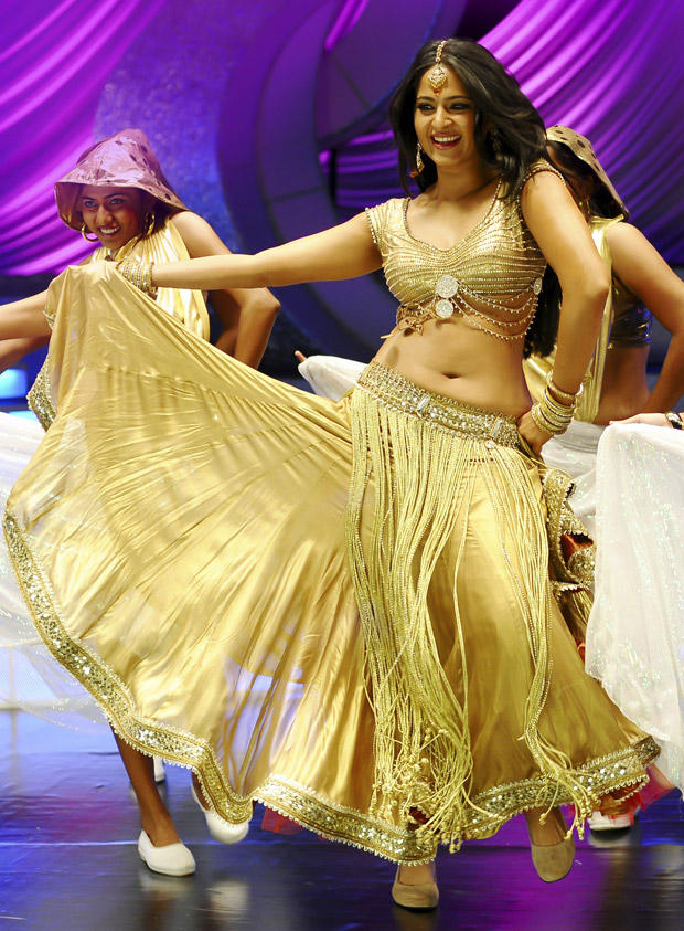 Anushka Shetty Sexy Dance Still In Damarukam
