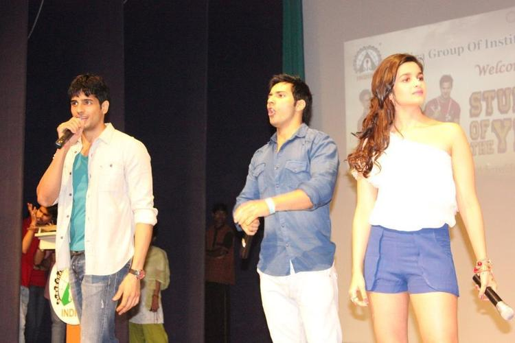 Alia,Varun and Siddharth Promote Their Film at Indira College Pune