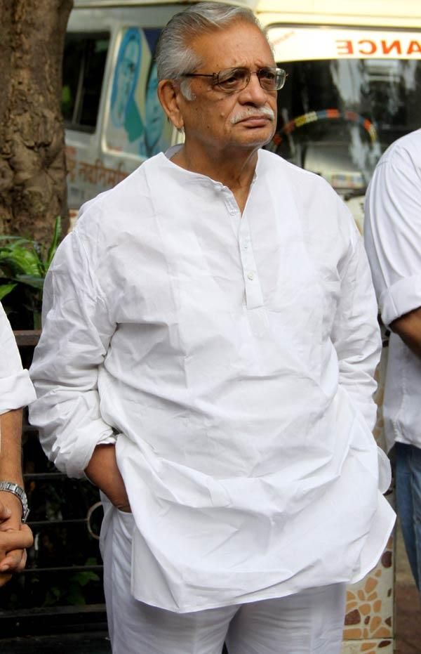 Gulzar Snapped at Dinesh Thakur Funeral