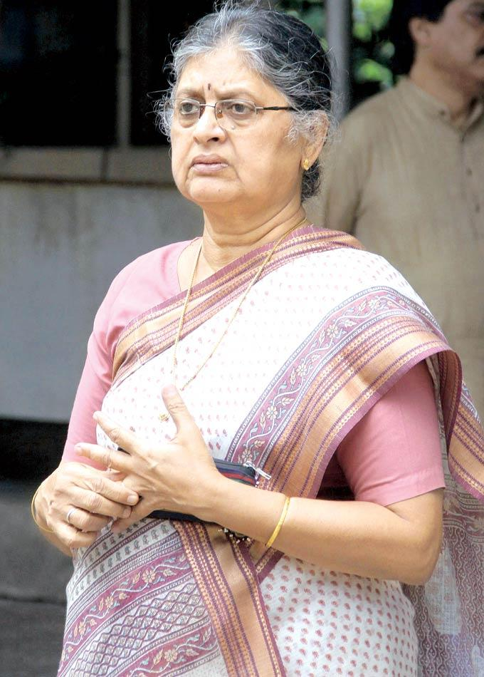 Sulbha Arya Spotted To Bidding Farewell To Dinesh Thakur