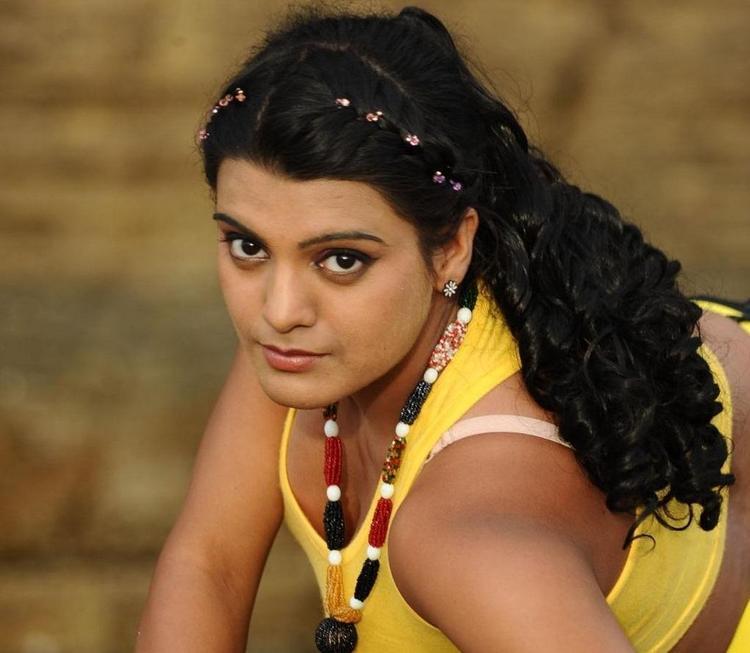 Tashu Kaushik Hot In Abbai Telugu Movie