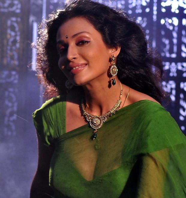 Asha Shaini Green Saree Sizzling Pic
