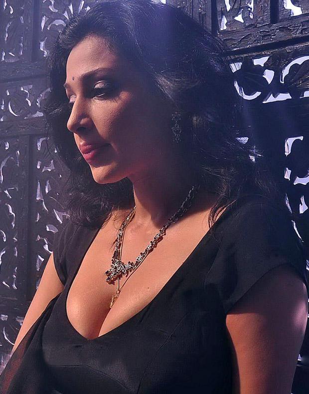 Asha Shaini Hot Cleavages Exposing Photo Shoot