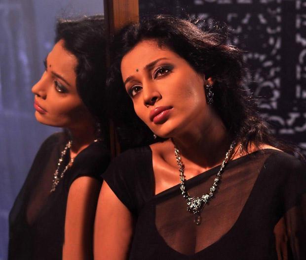 Asha Shaini Senseous Look Pic In Saree