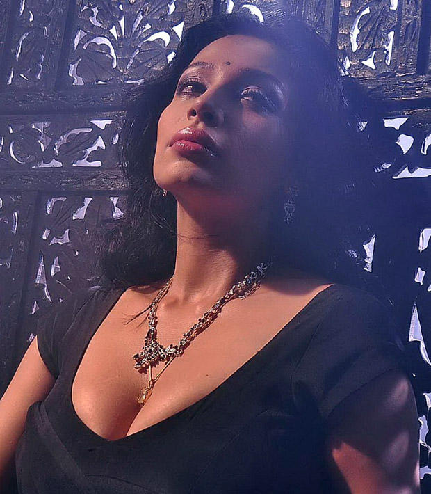 Bold Asha Shaini Sexy Cleavages Exposing Still