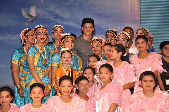 Hrithik Made An Appearance at The Launch of I Pledge 4 Peace Project