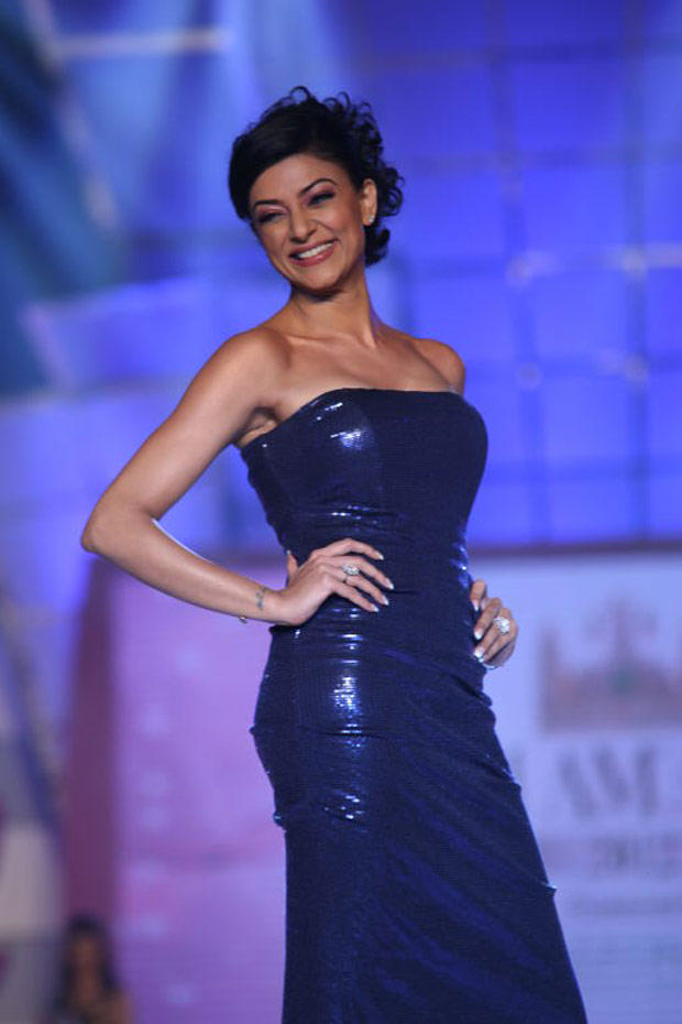 Sushmita Looked Radiant In A Strapless Blue Sequin Gown
