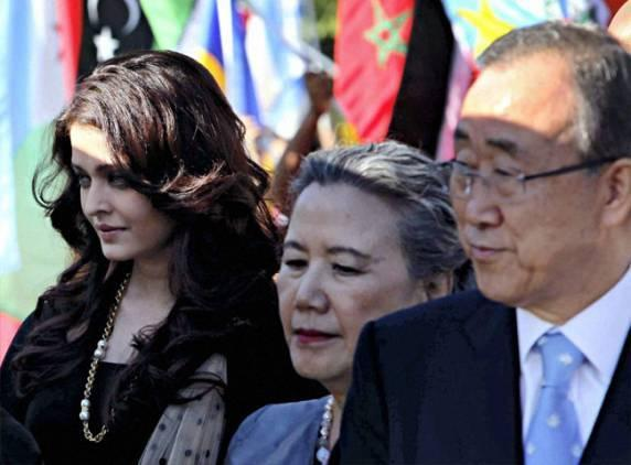 Aishwarya,Ban Ki-Moon and His Wife at International World Peace Day