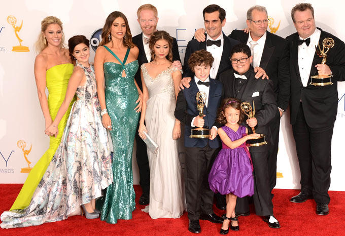 The Cast of Modern Family Poses In The Press Room