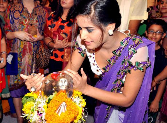 Poonam Pandey at Andheri Cha Raja