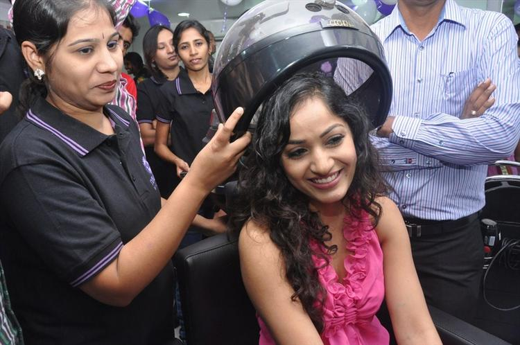 Madhavi Latha Launches Naturals Family Salon