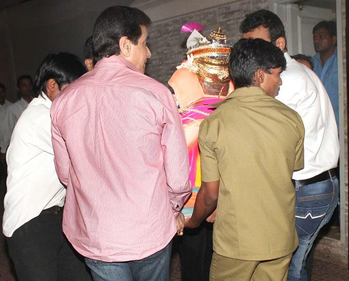 Jeetendra Bid Adieu To Lord Ganesh