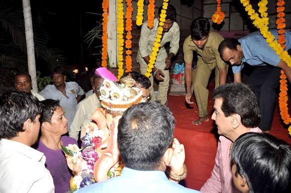 Jeetendra's Ganesh Visarjan Ceremony Still