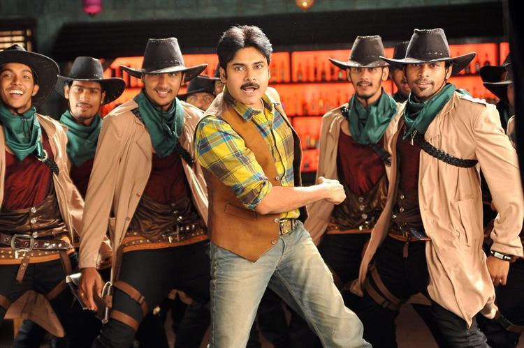Pawan Kalyan Dance Still In Cameraman Gangatho Rambabu Movie