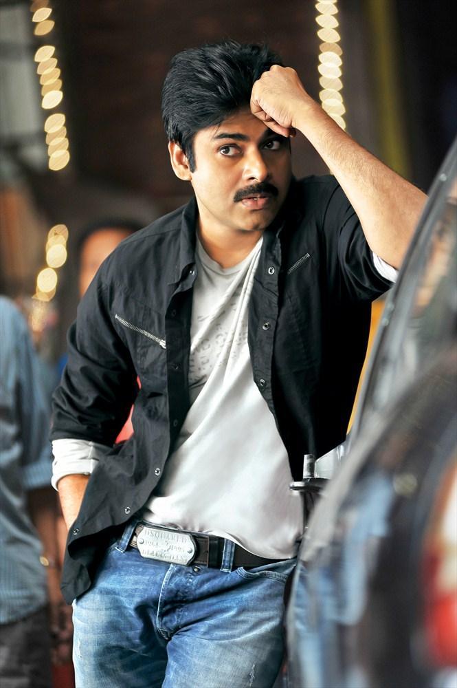 Pawan Kalyan Strikes a Pose For Cameraman Gangatho Rambabu Movie